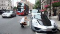 2AE7B3B800000578-3177454-A_wealthy_Porsche_owner_held_up_traffic_on_one_of_London_s_busie-a-2_1438103182158