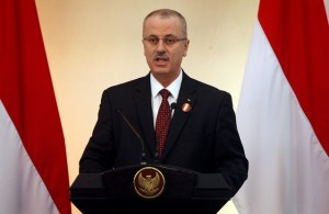 Palestinian Prime Minister Rami Hamdallah delivers a speech during the second Conference on Cooperation among East Asian Countries for Palestinian Development (CEAPAD) in Jakarta on March 1, 2014.   AFP PHOTO / POOL